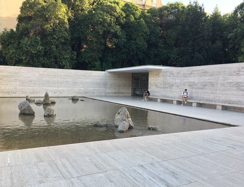 Spencer Finch installation opens at Fundació Mies van der Rohe