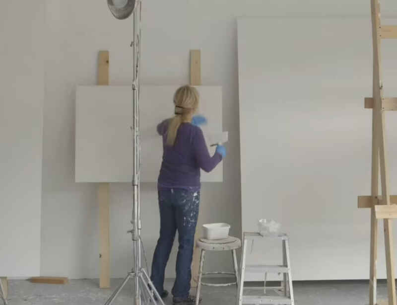 Watch Mary Corse in the studio, ahead of her first solo museum show in Asia at Shanghai's Long Museum