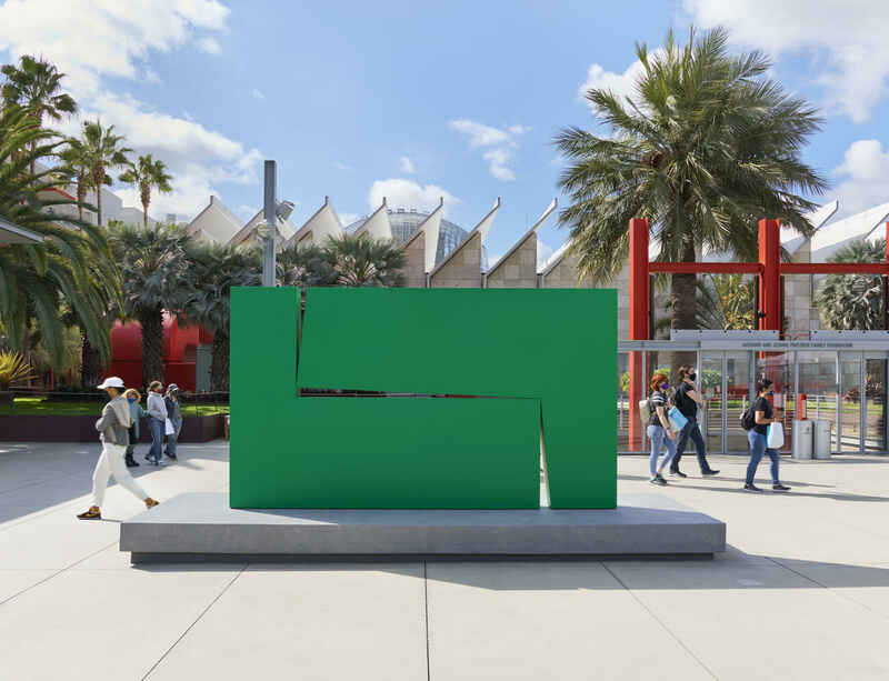 Carmen Herrera's 'Estructura Verde' on view at LACMA