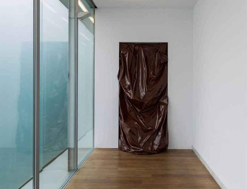 'Escombros' by Angela de la Cruz tours Spain