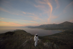 Thumbnail_akom160002_spaceman_in_landscape