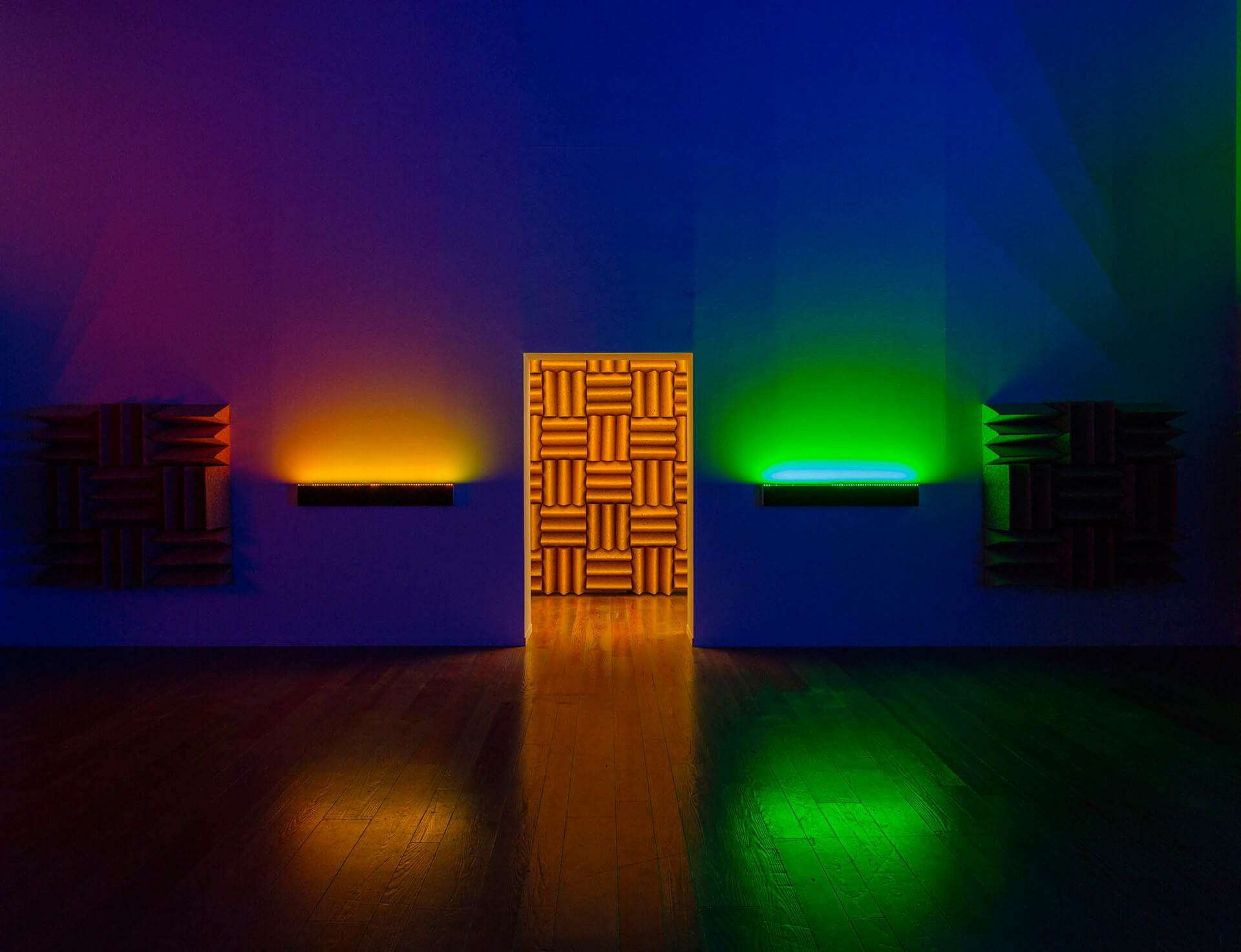 Haroon_mirza__chamber_for_horwitz